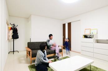 白のコーディネートで明るく住みやすく改築